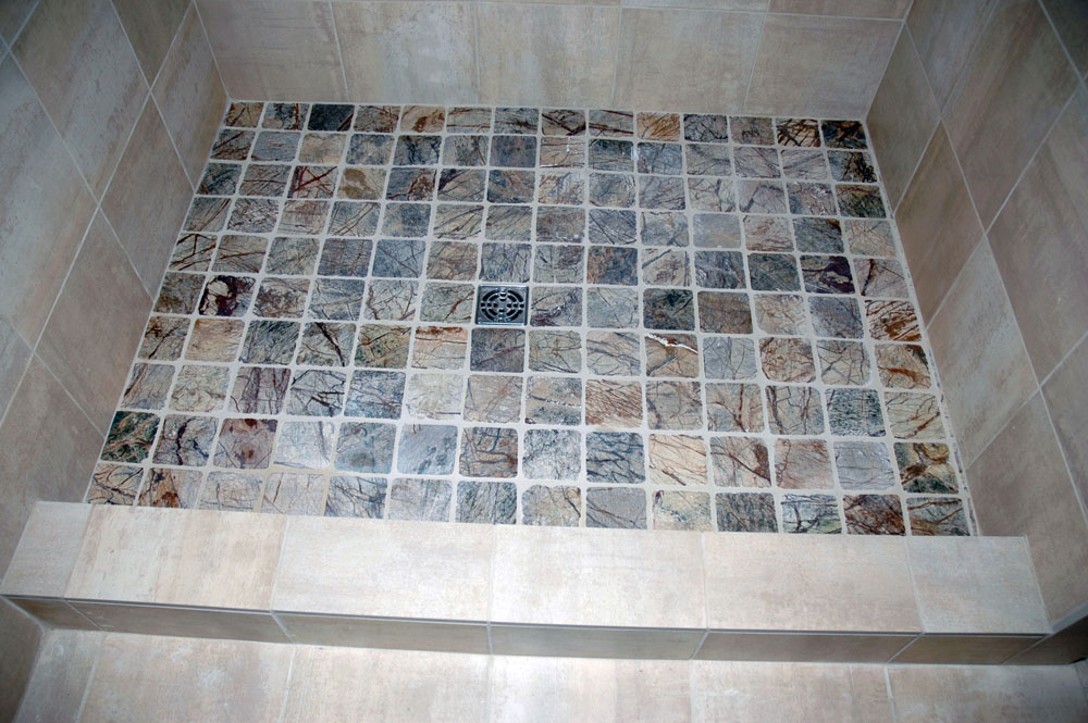 Ordinaire ... Shower With Stone Curb Cap Tile ...